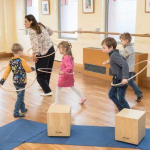 Musikworkshop Rhythm Jam in Fürth - Evi Reich mit 4 Kids im Bewegungsspiel
