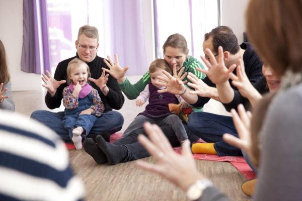 Musikgarten für Babys in Fürth - Handspiele
